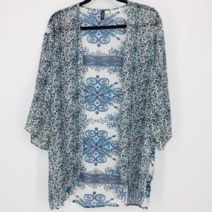 Divided H&M Blue and White Floral Kimono Size S